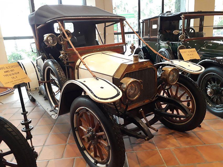 Panhard & Levassor de 1907 dans le musée de l'Automobile à Monaco.