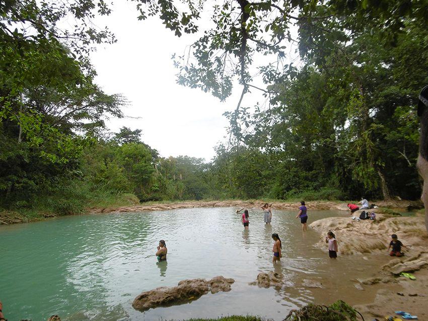 Baignade à Agua Azul dans le Chiapas, au Mexique.