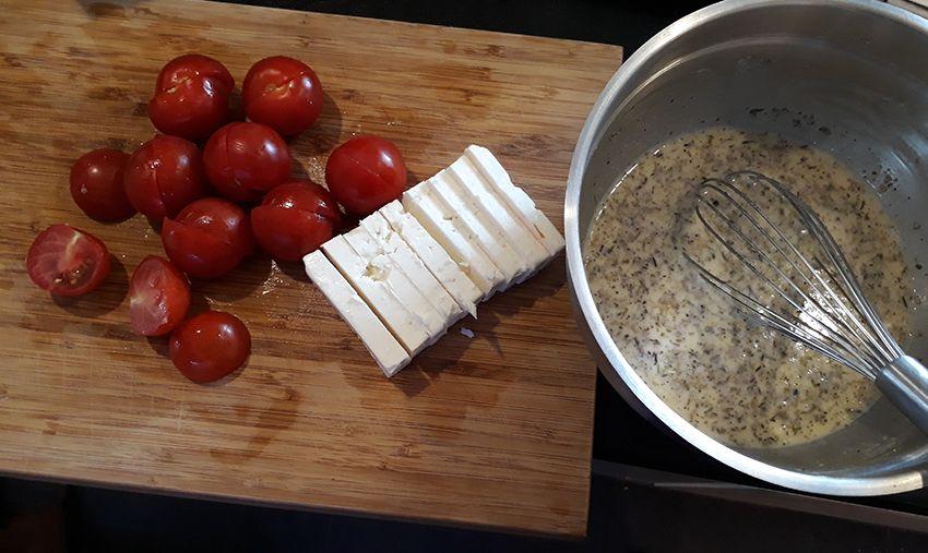 Tomates cerises et feta pour recette clafoutis courgette feta.