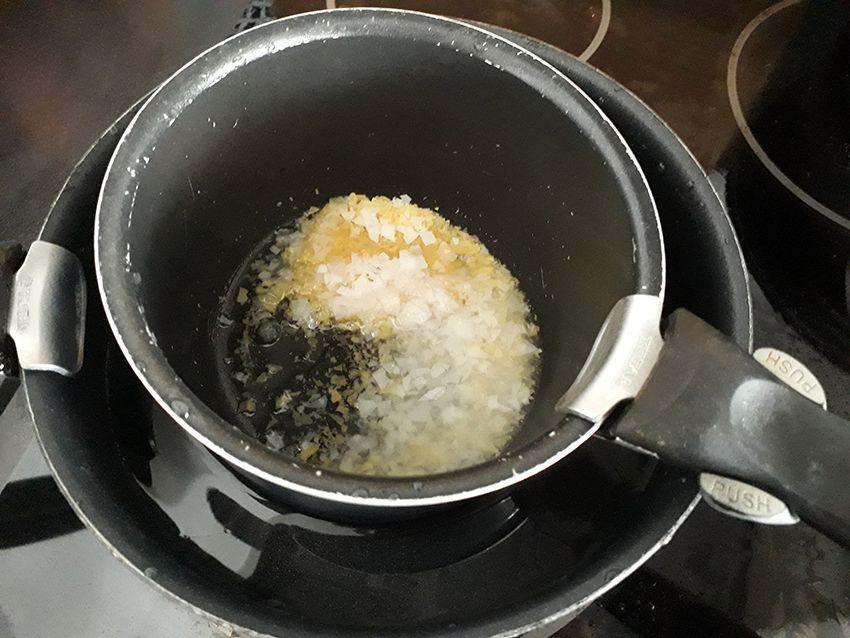 Bain-marie pour création d'un déodorant solide du coffret Aroma-zone.