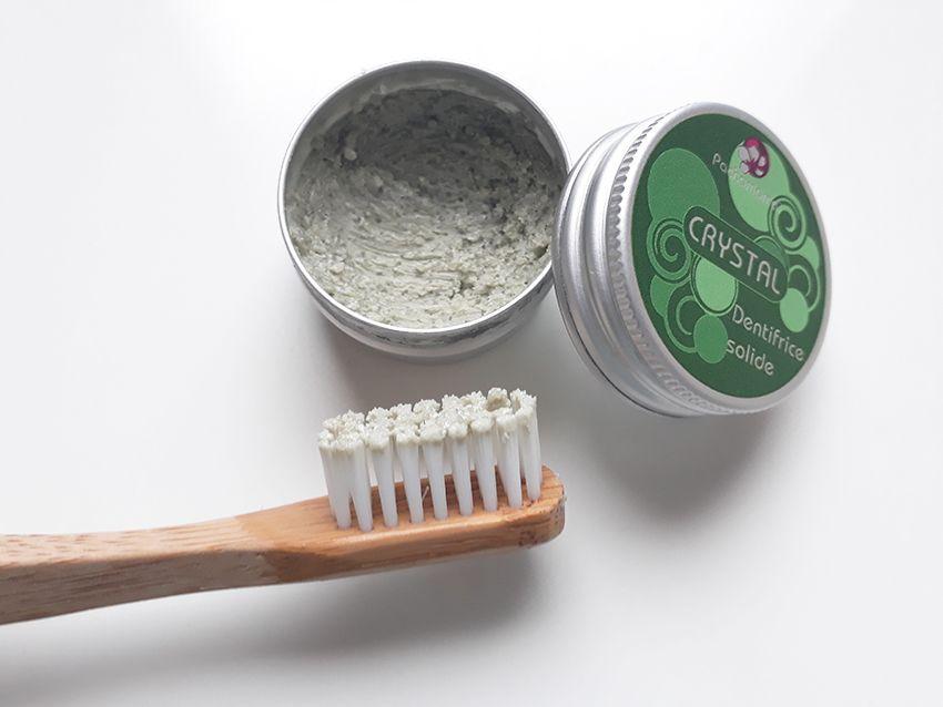Consistance du dentifrice solide à la menthe crystal de Pachamamaï.