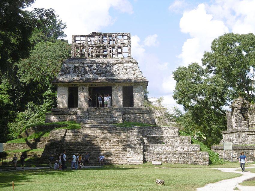 Temple maya à Palenque dans la jungle du Chiapas.