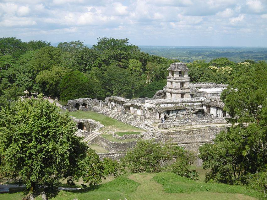Vue sur les ruine du palais de Palenque au Mexique.