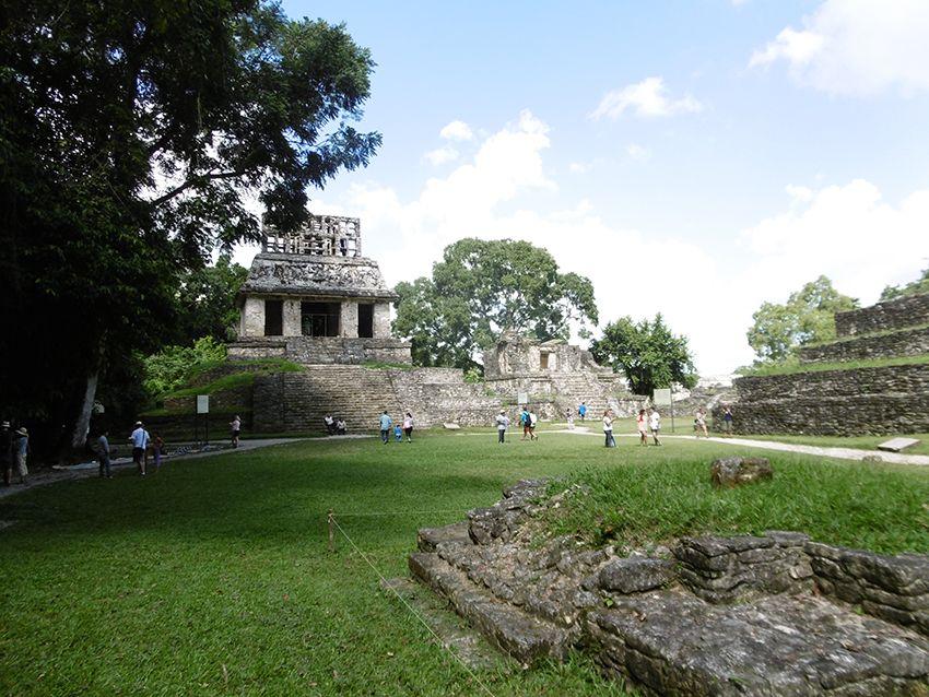 Temple maya à Palenque au Mexique.