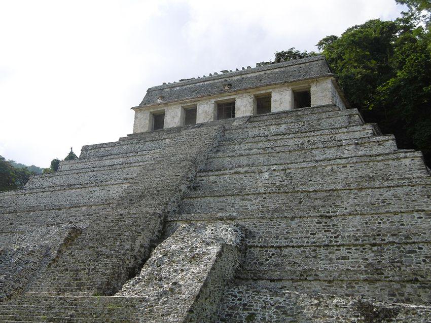 Temple maya à Palenque eu Mexique.
