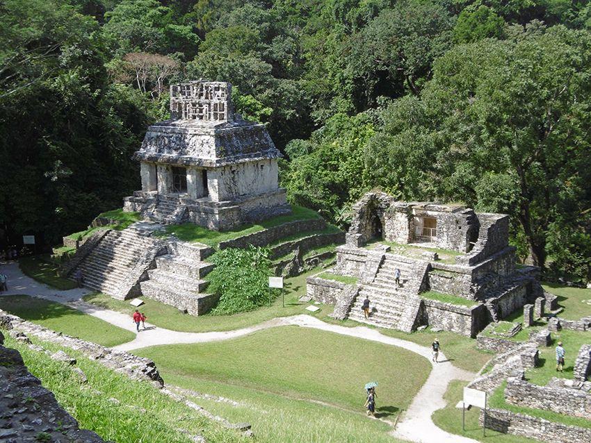 Temples en ruine à Palenque au Mexique.