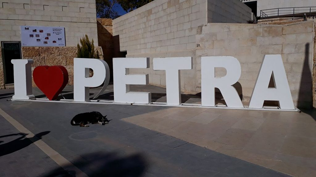 Inscription I love Petra, en Jordanie.