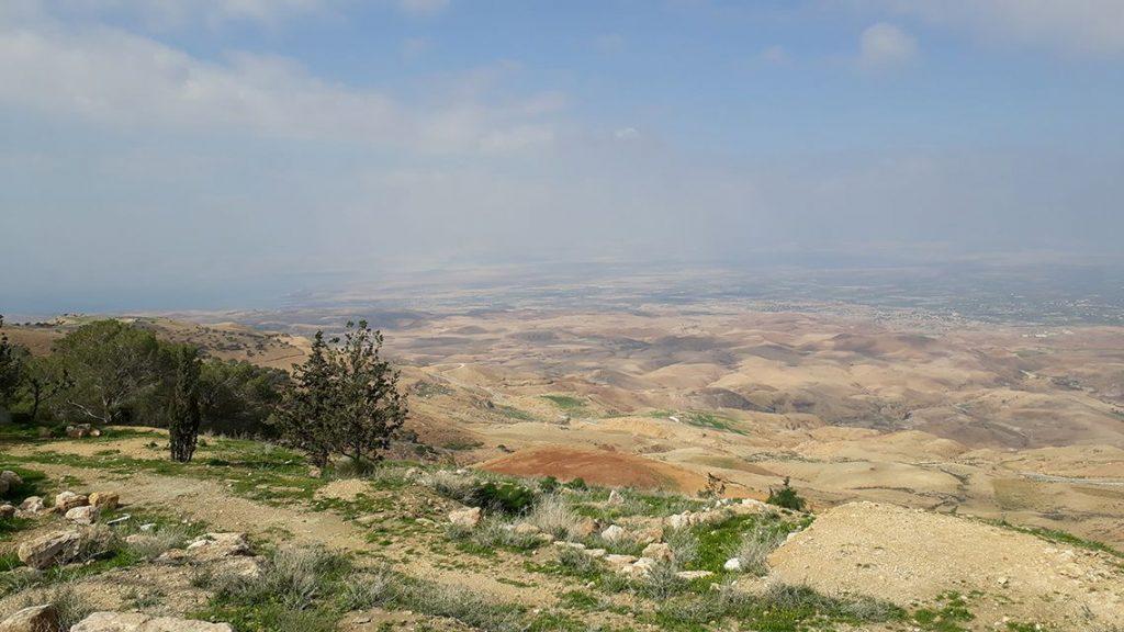 Vue sur la mer morte et Israël depuis le Mont Nebo en Jordanie.
