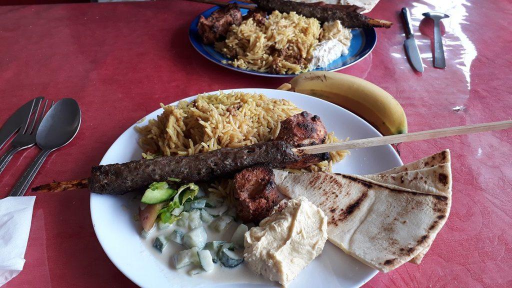 Repas houmous en Jordanie.