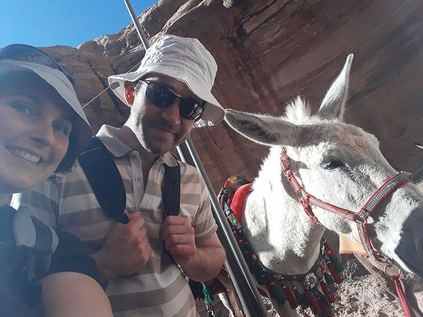 Selfie avec un âne de Petra en Jordanie.
