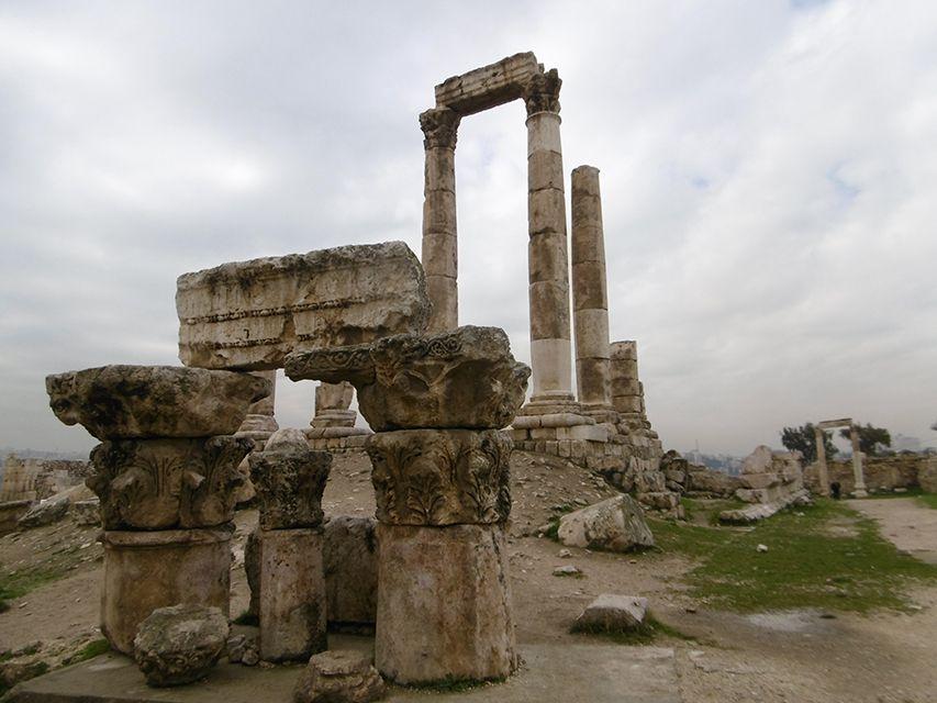 Temple d'Hercule dans la citadelle d'Amman en Jordanie.