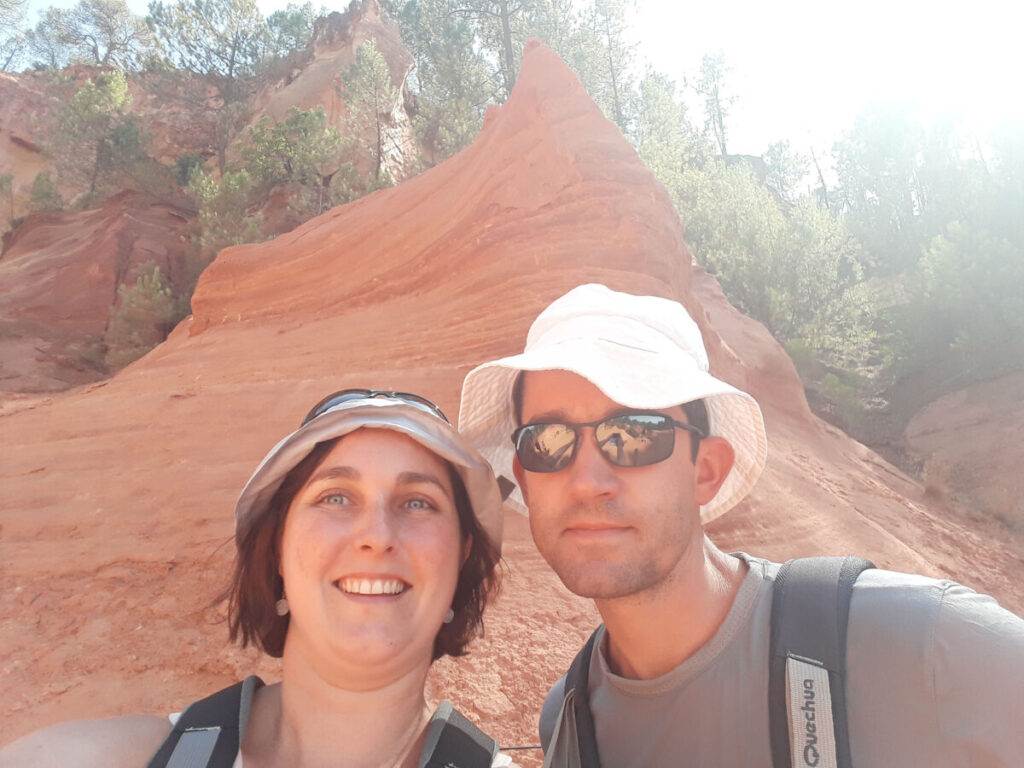 Dans le sentier des ocres du Roussillon.