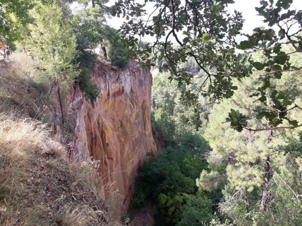 Entrée dans le sentier des Ocres du Roussillon.