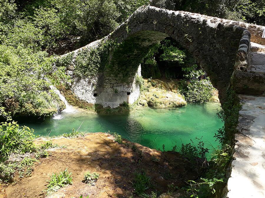 Pont des Tuves ou des Garbes, accessible par la randonnée dans les Gorges de la Siagne.