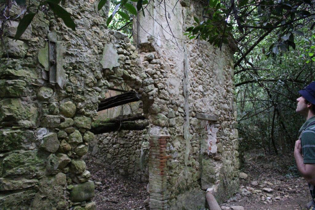 Ruine dans les Gorges de la Siagne.