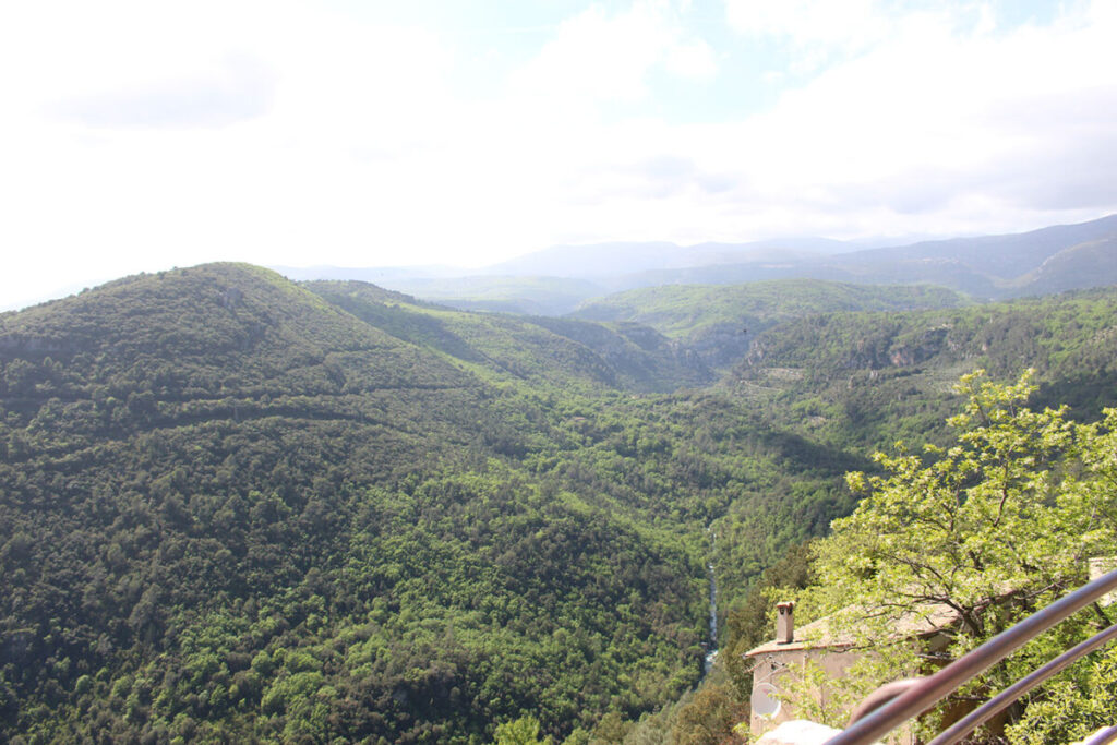 Vue panoramique sur les Gorges de la Siagne depuis le village de Saint-Cézaire.