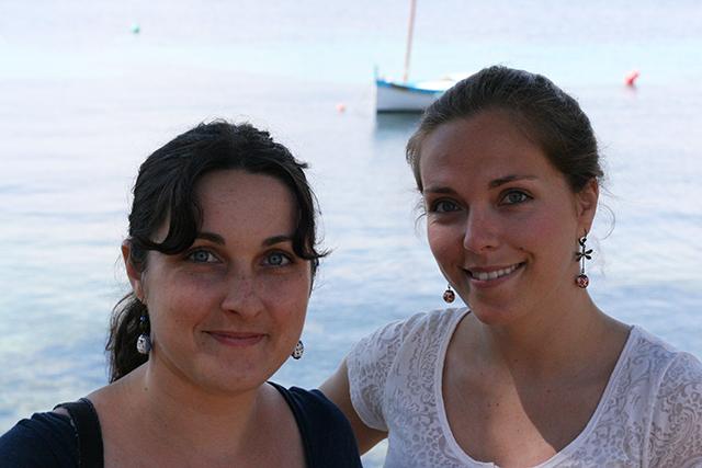 Boucles d'oreilles libellules et chouettes boucles hiboux, bijoux fantaisie de Divine et Féminine, vue sur le port de l'olivette