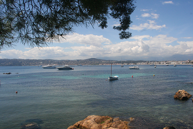 vue sur les baies de Golfe-Juan et Juan-les-Pins depuis le port de l'olivette