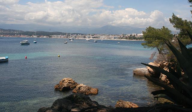 vue sur la baie de Juan-les-Pins depuis le port de l'olivette