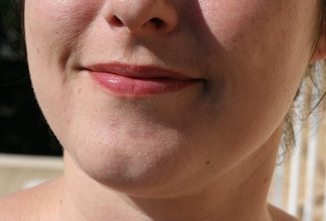 mes lèvres roses avec le baume à lèvres bio embrase-moi de Pulpe de Vie