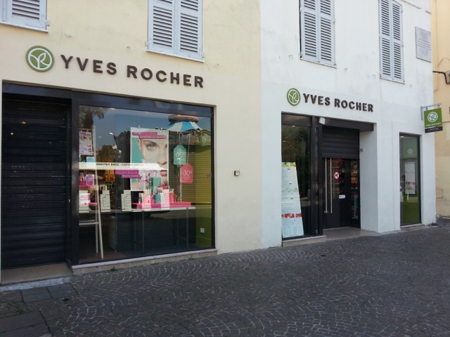 magasin Yves Rocher du centre ville d'Antibes, proposant des massages, soins et modelage aux huiles essentielles.