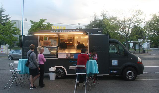 Le vieux taco à Antibes est un burger truck