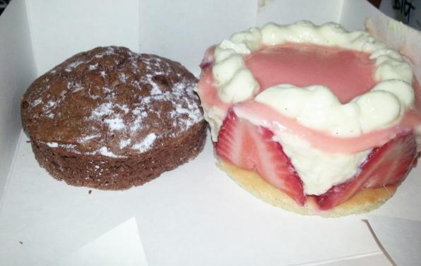 Dessert brownie et fraisier du vieux taco à Antibes