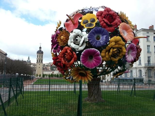 Visiter Lyon en 2 jours, le bouquet de fleurs de la place Antonin Poncet